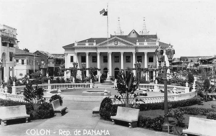 Colon-1948-PALACIO-MUNICIPAL-DE-COLON-Estaba-ubicado-frente-al-parque-5-de-noviembre